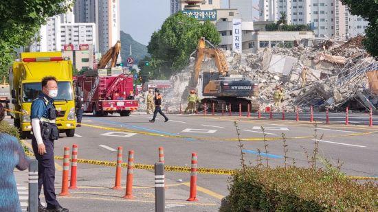 광주 건물 붕괴 사고 '해체계획서' 공개…위층부터 철거
