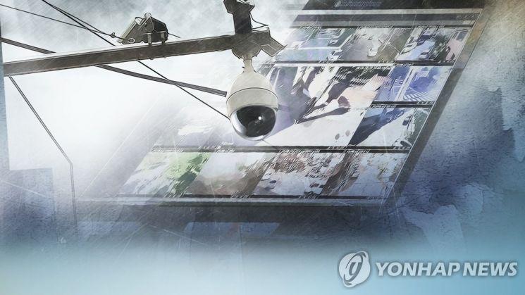 범죄 예방 등 일상 곳곳에서 활용되는 폐쇄회로(CC)TV. 일각에선 CCTV로 인한 사생활 침해를 우려도 나온다./사진=연합뉴스