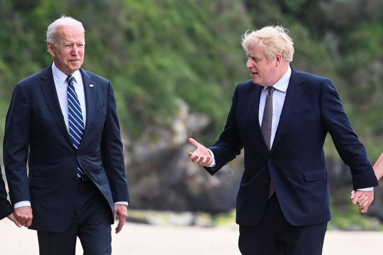 조 바이든 미국 대통령(왼쪽)과 보리스 존슨 영국 총리 [이미지출처=로이터연합뉴스]