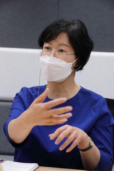 김철연 KT스튜디오지니 공동대표가 11일 본사 사옥에서 가진 인터뷰에서 발언하고 있다.