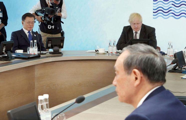 G7 참석한 문재인 대통령, 보리스 존슨 영국 총리, 스가 요시히데 일본 총리 [이미지출처=연합뉴스]