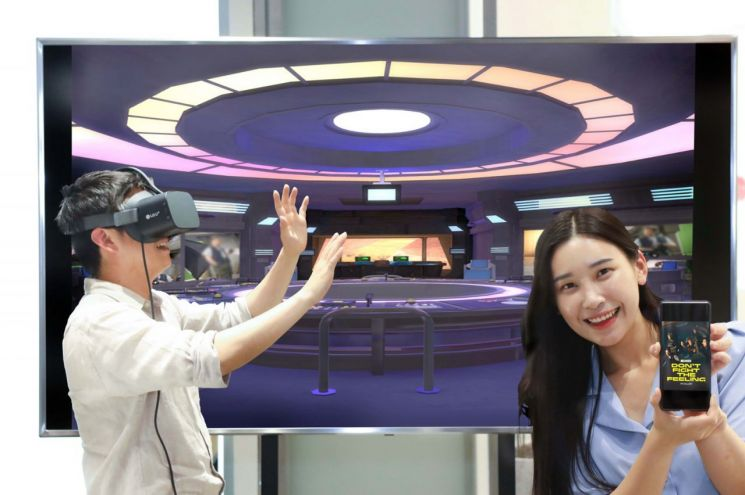 """""""엑소를 VR로"""" LG유플러스, U+VR서 '엑소 온라인 전시관' 공개"""
