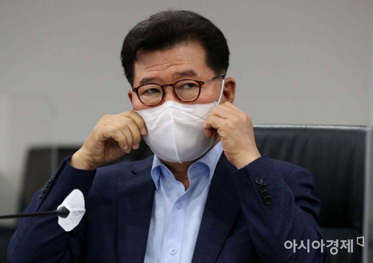 [포토]생각에 잠긴 반원익 한국중견기업연합회 상근부회장