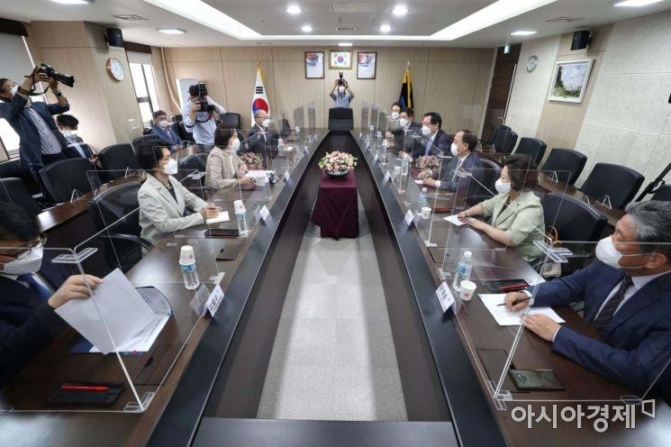 [포토]'대학교 2학기 대면수업 확대 방안 논의 중'