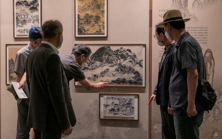 [포토]'인왕제색도' 보기 위해 겸재정선미술관에 모인 시민들