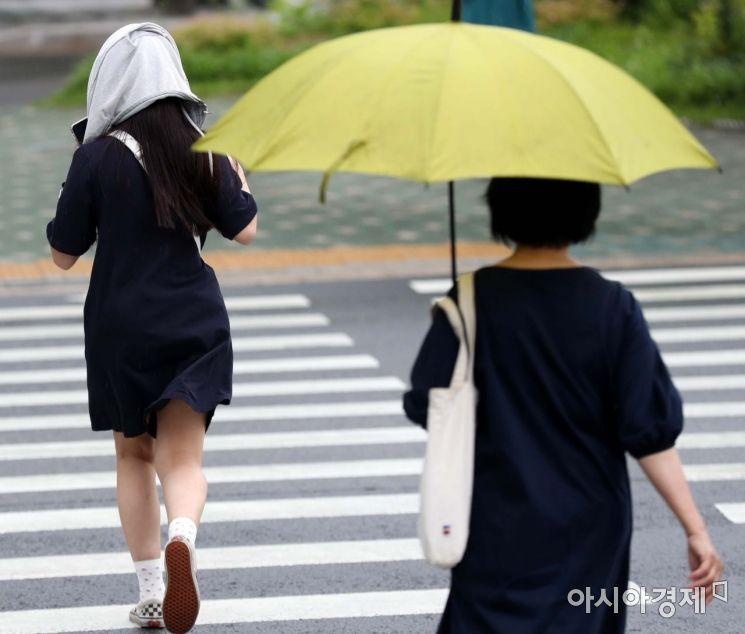 [포토]'우산을 깜빡했네'