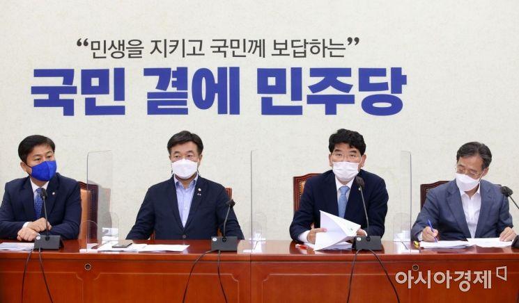 박완주 더불어민주당 정책위의장이 15일 국회에서 열린 원내대책회의에 참석, 모두발언을 하고 있다./윤동주 기자 doso7@