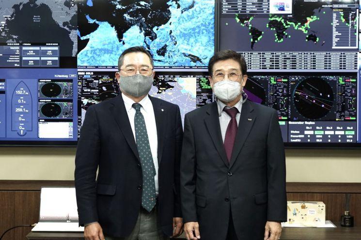 15일 만남을 가진 한국무역협회 구자열 회장(왼쪽)과 HMM 배재훈 사장(사진제공=한국무역협회)