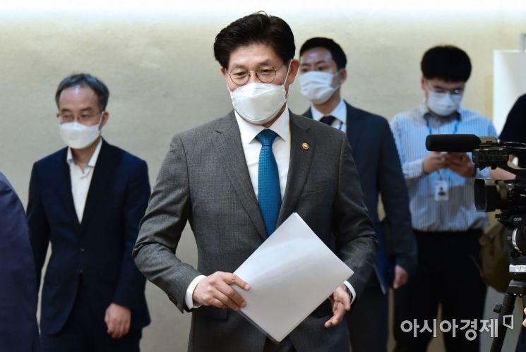 [포토] 부동산시장 점검회의 참석하는 노형욱 장관