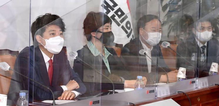 이준석 국민의힘 대표가 17일 오전 국회에서 열린 최고위원회의에서 발언하고 있다. (사진제공=연합뉴스)