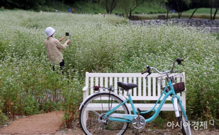 [포토] '자전거는 잠시 세워두고'