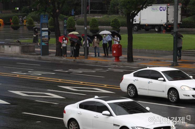 [포토]'버스는 언제 오려나'