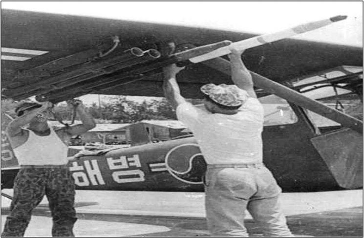 1966년 베트남 상공을 정찰비행 중인 해병 청룡부대 항공대 소속 L-19 관측기