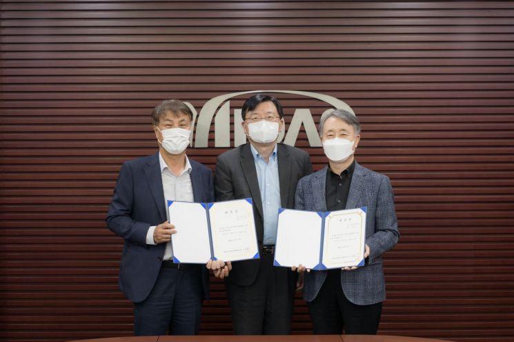 사진 왼쪽부터 석창규 웹케시그룹 회장, 조준희 한국소프트웨어산업협회장, 이형우 마이다스아이티 의장