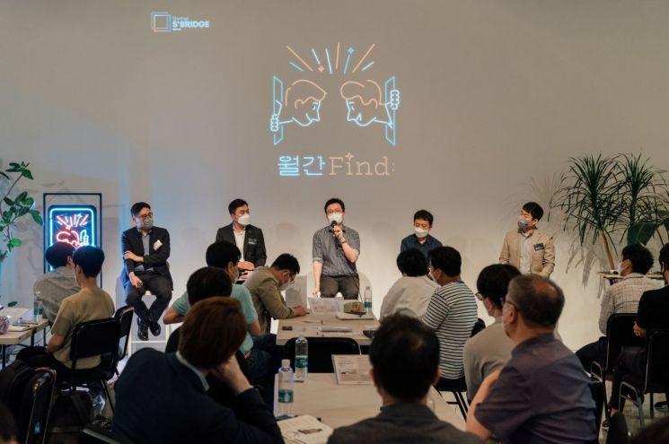 신한금융그룹의 스타트업 투자 및 펀드 운용 담당자들이 참석자들의 질문에 답변하고 있다.