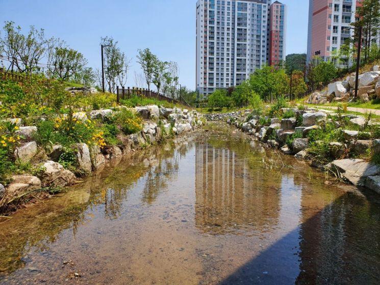 경남 김해시 율하지구 도심하천이 정비로 깨끗해졌다.[이미지출처=김해시]