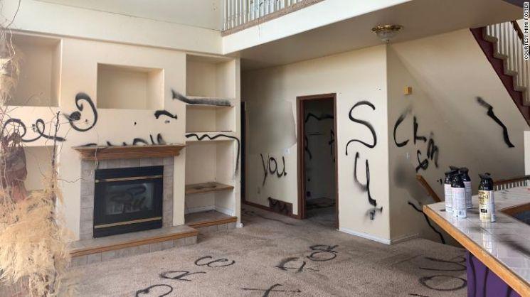 미국에서 주택 매물로 나온 흉가의 내부 모습. 사진=CNN 캡처