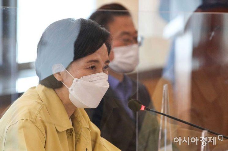 [포토]대학 수업 준비 점검 간담회 참석한 유은혜 사회부총리