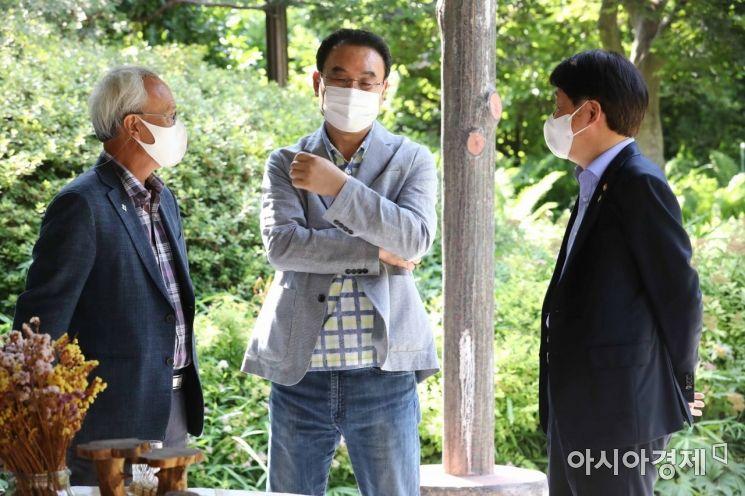 [포토]대화하는 문성현 위원장-안경덕 고용노동부 장관