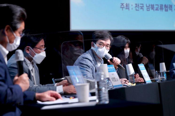 [포토]정원오 성동구청장, 남북교류협력 지방정부협의회 토론회 참석