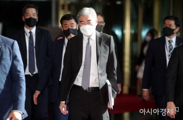 [포토] 통일부 향하는 성 김 미국 대북특별대표