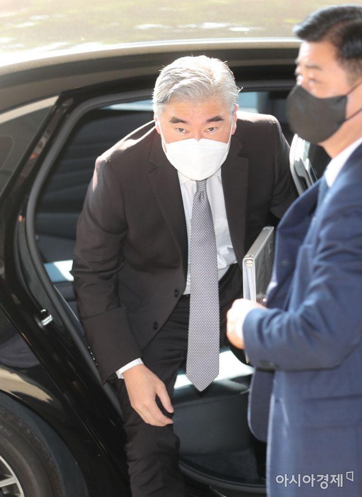 [포토] 정부서울청사 도착한 성 김 미국 대북특별대표
