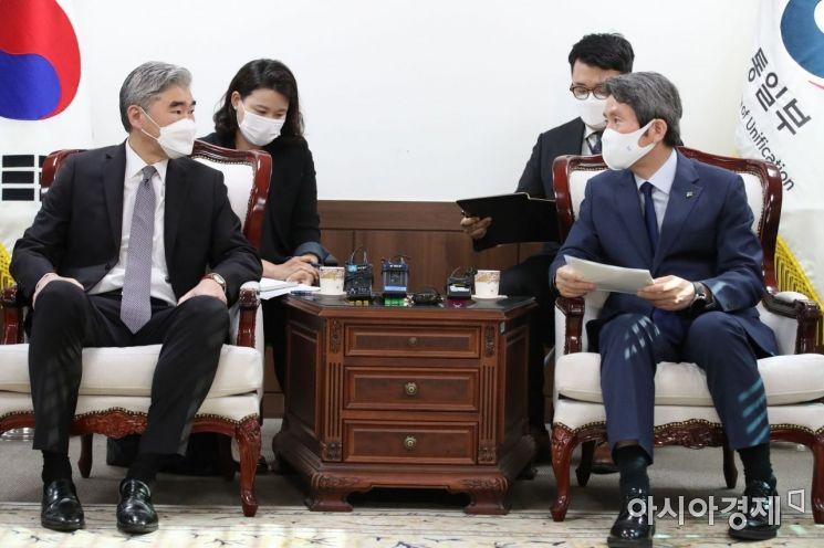 [포토] 이인영 장관, 성 김 대북특별대표 접견