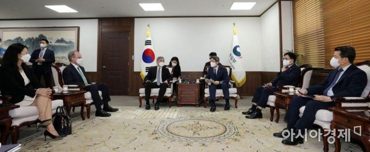 [포토] 이인영 장관, 성 김 미국 대북특별대표 접견