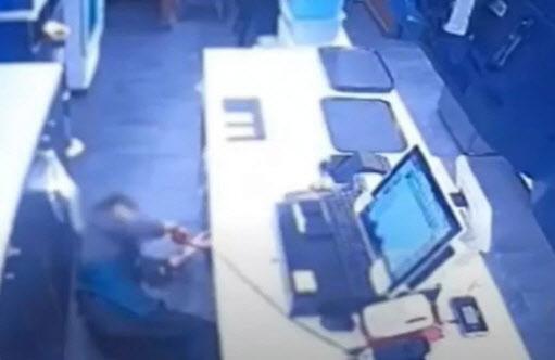압박에 시달린 점주는 뇌출혈로 쓰러진지 3주만에 사망했다. / 사진=MBC '뉴스데스크' 방송화면 캡처