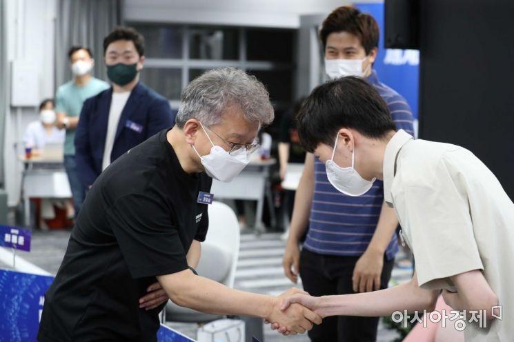 [포토]청년 스타트업 대표 만난 권칠승 장관
