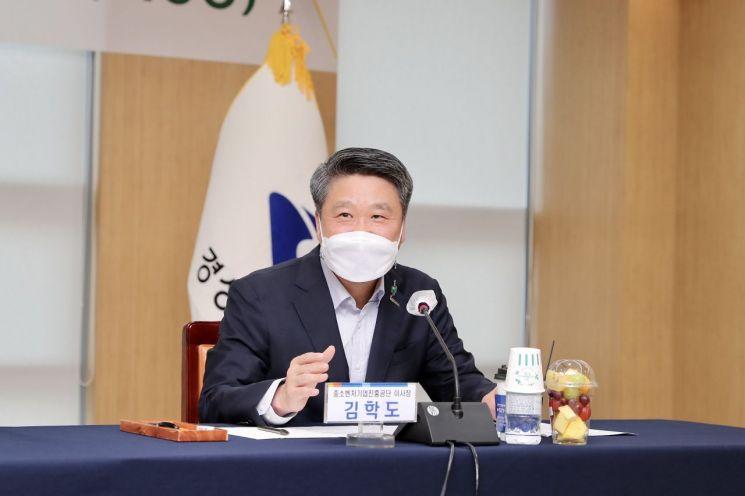 22일 열린 경북사랑 내일채움공제 업무협약식에서 김학도 이사장이 발언하고 있다.