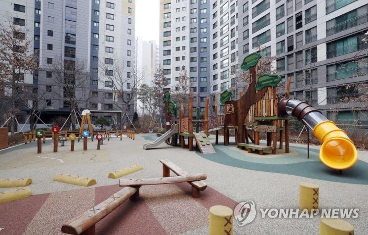 서울의 한 아파트 단지 놀이터. 사진은 기사 중 특정 표현과 관련 없음./사진=연합뉴스