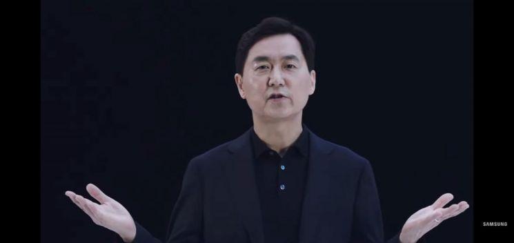 전경훈 삼성전자 네트워크사업부장(사장)이 22일 온라인으로 진행된 '삼성 네트워크 : 통신을 재정의하다' 행사에서 신규 5G 솔루션을 소개하고 있다.