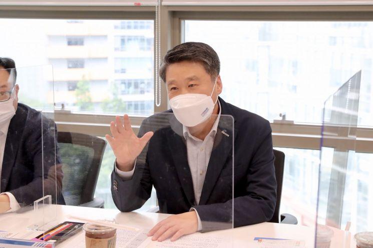 23일 열린 서울 미래성장산업 분야 기업 간담회에서 김학도 이사장이 발언하고 있다.