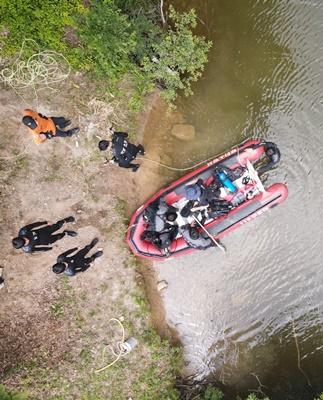 무안읍 물맞이공원 대곡제에서 여름철 수난사고에 대비 인명구조 특별훈련을 하고 있다. (사진=무안소방서 제공)