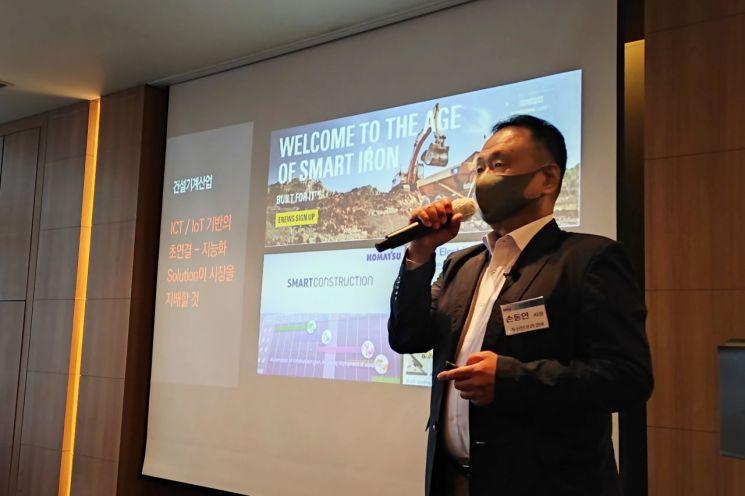 두산인프라코어 손동연 사장이 24일 CTO클럽에서 강연하고 있다.(사진제공=두산인프라코어)