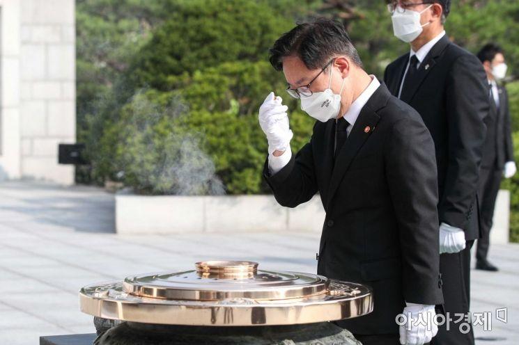 [포토]박범계 법무장관 현충원 참배