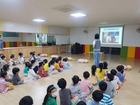 광주 동부소방서, 유치원 맞춤형 심폐소생술 체험 교육 실시