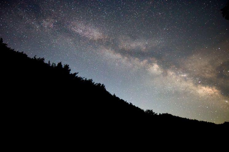 [조용준의 여행만리]옛 보부상 넘던 십이령길 밝힌 은하수 다리