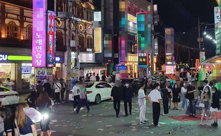 지난 2일 오후 10시 충남 천안시 두정동 유흥가의 모습 / 사진=연합뉴스