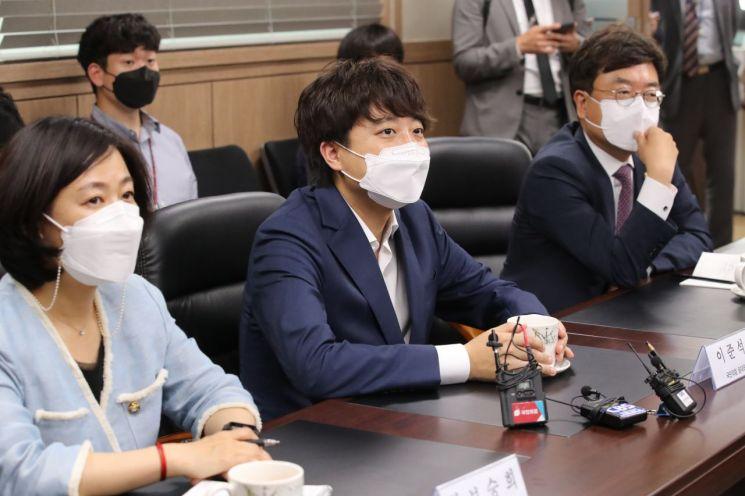 이준석 국민의힘 대표(가운데) / 사진=연합뉴스