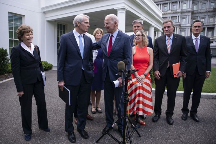 US President Joe Biden speaks to the press after agreeing to an infrastructure investment bill with nonpartisan senators at the White House last month. [이미지출처=EPA연합뉴스]