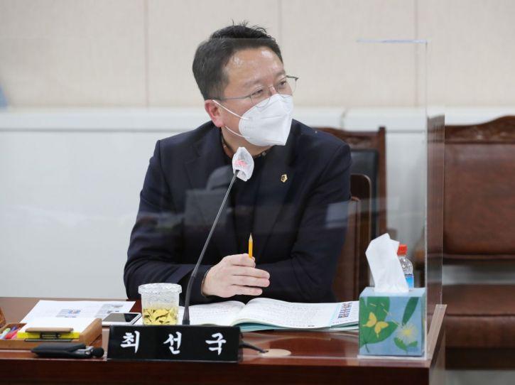 최선국 의원이 전국 최초로 대표 발의한 '전라남도 스마트돌봄서비스 활성화에 관한 조례안'이 상임위를 통과했다. 사진=전남도의회 제공