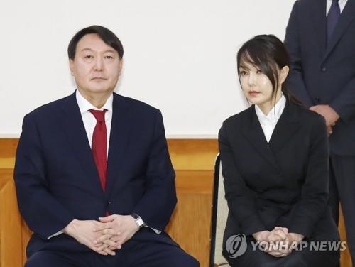 윤석열 전 검찰총장(왼쪽)과 부인 김건희씨./사진=연합뉴스