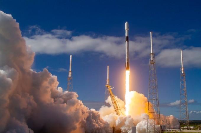 스페이스X의 팰컨9 재사용 로켓은 이미 우주 사업 전반에 적극적으로 활용되고 있다. / 사진=스페이스X 트위터 캡처
