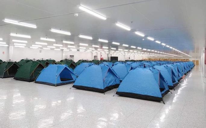 베트남 하노이 근교 박닌성 소재 국내 기업의 공장에 마련된 임시 텐트 숙소. 베트남 정부가 확산 차단 협조를 기업에 요청함에 따라 국내 기업들은 공장 내 임시 숙소를 마련해 제조 라인을 가동하고 있다. 사진 = 독자제공