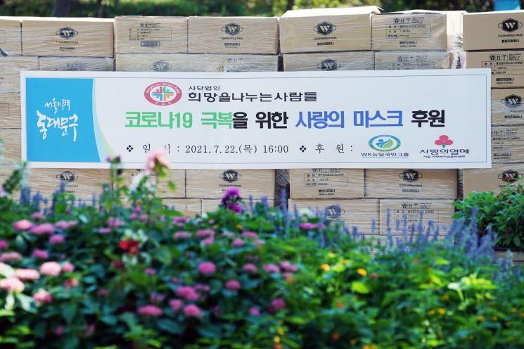 [포토]이승로 성북구청장 선별검사소 직원들 응원 간식 전달
