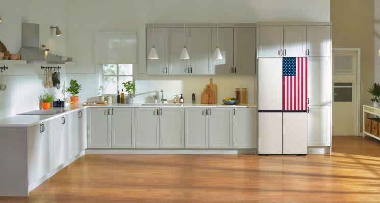미국 성조기 디자인을 적용한 삼성전자 비스포크 냉장고[사진제공=삼성전자]