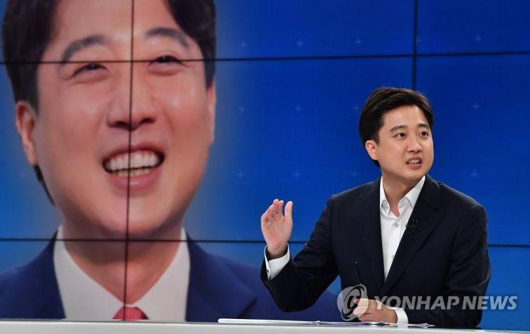 이준석 국민의힘 대표가 지난 21일 서울 목동 SBS에서 당대표 토론 배틀을 하고 있다./사진=연합뉴스