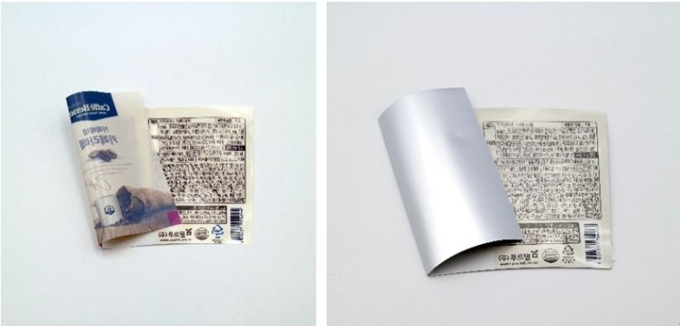 SR테크노팩의 'GB-8'이 적용된 포장재(왼쪽)와 알루미늄 박을 입힌 포장재. 사진제공 = SR테크노팩